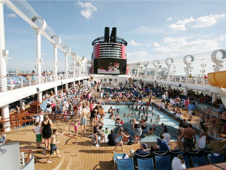 ทำไมวันหยุดพักผ่อนของเรือสำราญจึงเหมาะสำหรับการเดินทางระดับสูง